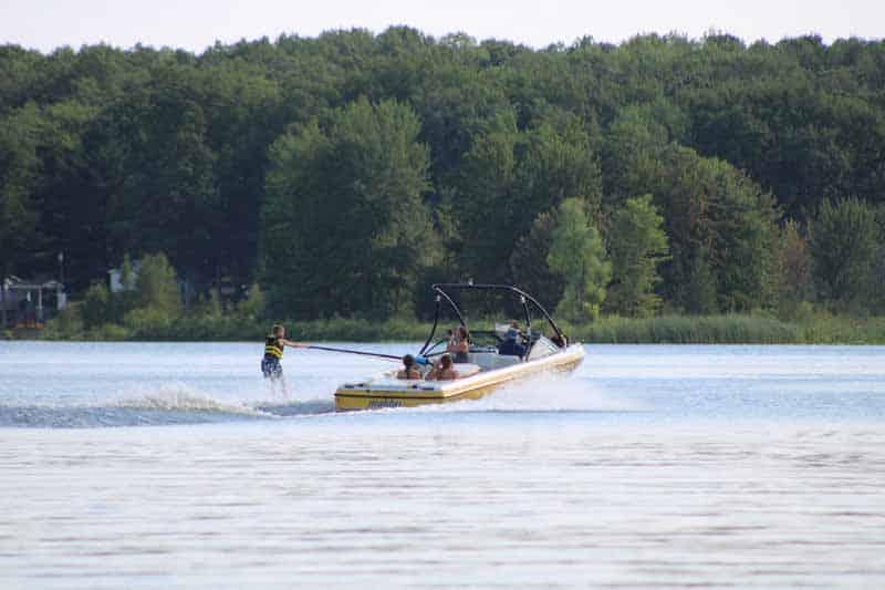 boat pulling water skier